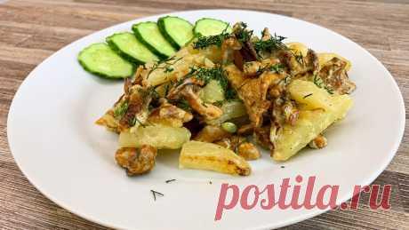 Молодой картофель с лисичками в сметане Самые вкусные грибы - это безусловно лесные.  Сегодня я буду готовить лисички, по самому простому и быстрому рецепту, с молодым картофелем в сметане. Для этого не сложного блюда понадобится совсем мало продуктов.  Рецепт : Лисички - 300 г. (Можно больше) Картофель - 6 шт. (Крупный)...