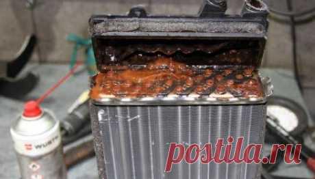 Способы промывки радиаторов печи у себя дома с помощью двух пластиковых бутылок В машинах с пробегом больше 100 000 км без замены антифризов довольно часто можно наблюдать ситуацию, когда, или повышается температура мотора, или больше не работает печка. И все вследствие того…