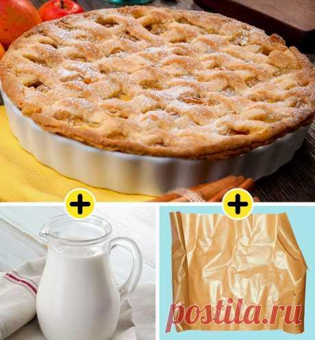 У пирога, который сверху уже хорошо подрумянился, а внутри никак не пропечется, можно смазать верхушку молоком и накрыть пергаментной бумагой. На дно духовки поставьте металлическую емкость с водой. Если вы готовили бисквит и обнаружили, что внутри он сыроват, поместите его в микроволновку на 5 минут: это поможет ему дойти.