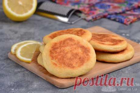 Сырники из творога с лимонной цедрой.  Готовим потрясающе нежные и ароматные сырники из творога с цедрой лимона в духовке. Цедра добавит сырникам чудесный аромат и вкус. При запекании в духовке они покроются хрустящей корочкой, если их перевернуть на другую сторону, как и на сковороде.