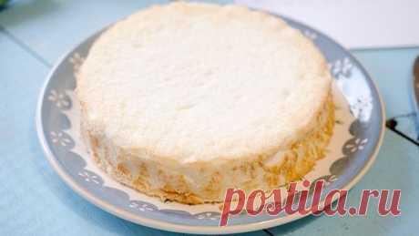 Ангельский бисквит  Белоснежный, невероятно легкий как облачко бисквит на белках, тающий во рту и оставляющий после себя удивительный вкус, покорит всех.  Ингредиенты:  Яичные белки 5 штук Сахарная пудра 80 грамм Сахар (мелкий) 50 грамм Мука 60 грамм Соль щепотка Лимонная кислота 0,5 ч. ложки Ванильный сахар 0,5 ч. ложки  Способ приготовления:  Шаг 1. Просеять вместе муку и сахарную пудру.  Шаг 2. В белки добавить щепотку соли и взбить до густой массы. Когда это случится, ...