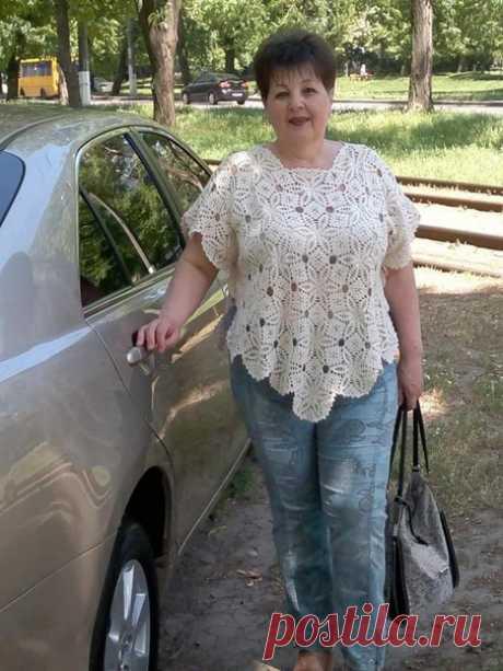 Татьяна Матвиенко Эта накидочка служит мне много лет .Ношу ее в разных вариантах. Моделька из журнала мод. Это вам как идея,девочки. Ушло с бахромой около 500 гр.