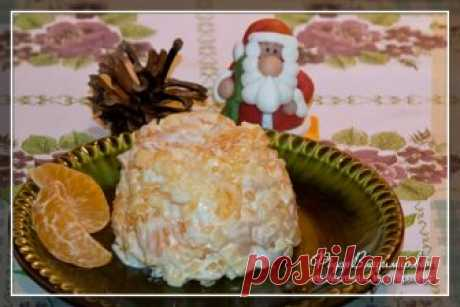 Сыр, чеснок, майонез и мандарины Состав этого салата из мандаринов, сыра и чеснока с майонезом в качестве заправки звучит несколько странно и непривычно. Тем не менее это действительно вкусный салат, которым вы можете разнообразить свой праздничный стол...