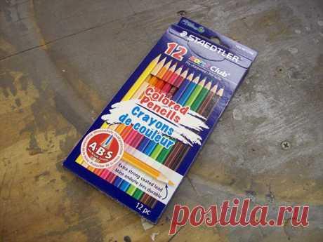 До этого парня никто не делал из цветных карандашей ТАКОЕ. Гениально!