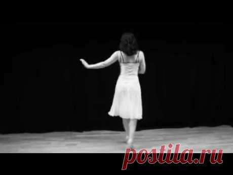 How to dance The Charleston from the 1920s
