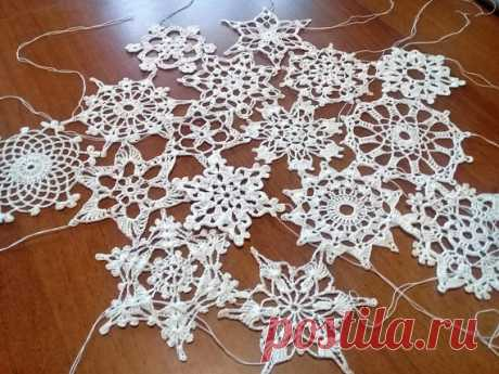 Crochet snowflakes set of 16 snowflakes handmade snowflakes Christmas decorations winter decor A SET OF 16 DIFFERENT WHITE CHRISTMAS SNOWS ON YELLOW OR HOW THE DECOR IS ON THE WALL dimensions; From 8 cm to 11 cm.  a set of snowflakes crocheted. cotton material Snowflakes are a wonderful decoration for your house in Christmas. You can use them as a gift or greeting card, hang them on a