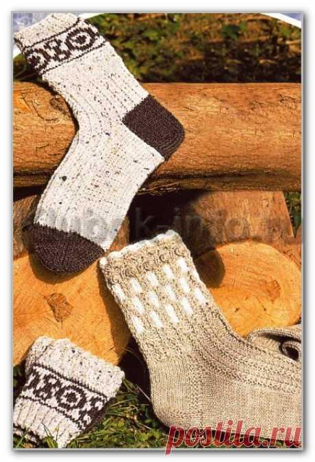 Вязание спицами. Носки двух видов: с жаккардовой вставкой и с шишечками и косами. Размер 38/39/40