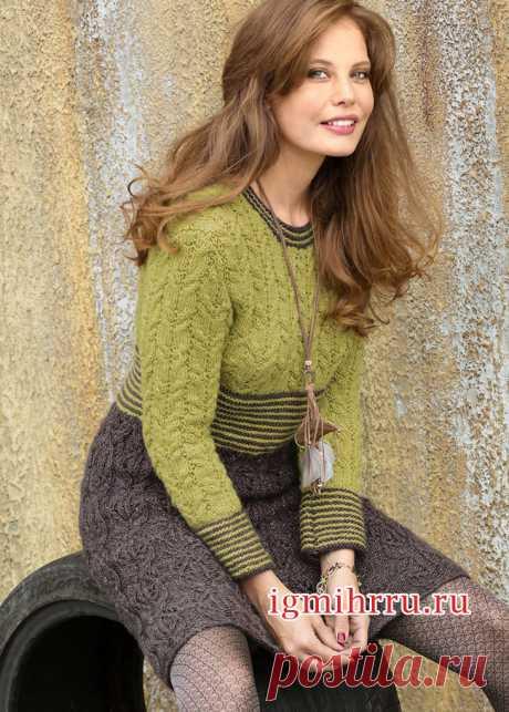 Двухцветное платье с узором из «кос». Вязание спицами