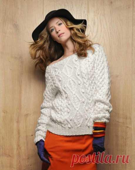 Белый пуловер спицами с вырезом Лодочка - Портал рукоделия и моды