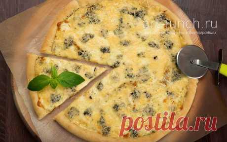 La pizza cuatro quesos