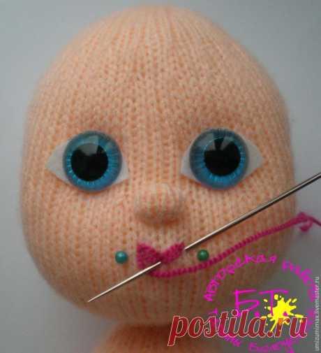 Как вышить бантиком губки вязаной кукле - Сам себе волшебник