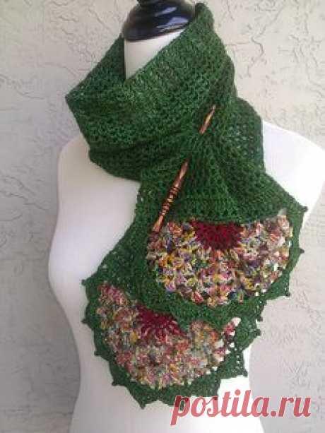 Изумрудный шарф связанный крючком