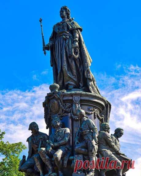Памятник Екатерине II | Гид по Петербургу 2020