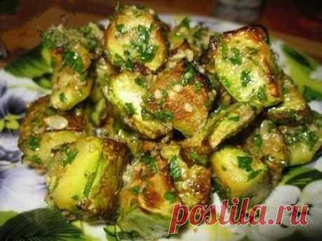 Кабачки вкуснее мяса: с таким рецептом этот овощ полюбит кто угодно!  Вот уж какой овощ поистине универсален, так это кабачок! Как только его не готовят: и тушат, и варят, и жарят, и запекают, и даже варенье делают… Представляем еще один рецепт блюда из кабачков с дейс…