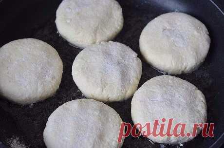 Идеальные сырники  Сколько я искала эти сырники...Все перерыла - нет, все не так. С манкой?, - нет,спасибо. Эксперименты дали хороший результат.  Ингредиенты: Творог (ТОЛЬКО! 5%) - 600 г. яйцо небольшое - 1 шт соль - щепотка, она усилит сладость сахар - 100-150 г (опционально), сырники люблю сладкими и исключительно по утрам. мука - 2 ст.л.  Приготовление: 1. Все смешать, перетирать через сито творог не обязательно, итак - божественно. Мокрыми руками скатать шарики. 2. У м...