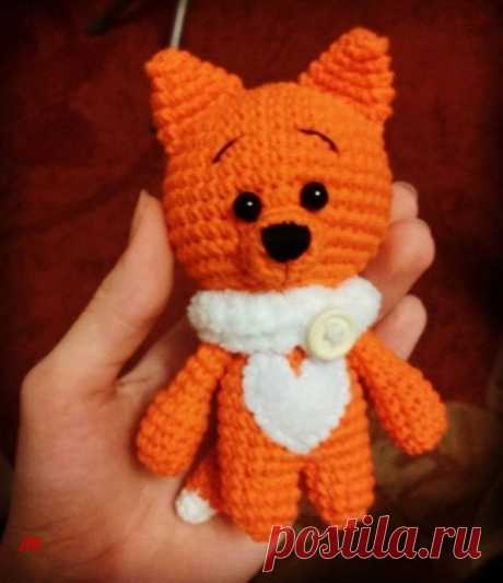Вяжем милую лисичку