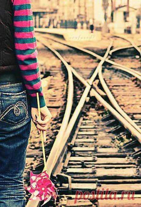 Есть люди, которые запрыгивают в последний вагон уходящего поезда… Есть люди, которые приходят заранее, чтобы успеть занять лучшие места… А есть те, которые вроде бы и приходят заранее, но всегда смотрят в след уходящему поезду…
