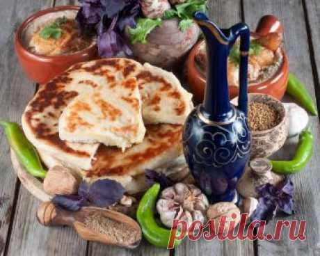 Хачапури с сыром на сковороде Несложный рецепт хачапури на кефире с сырной начинкой. Лепешки выпекаются на сухой сковороде, получаются очень вкусными и улетают с пылу жару!