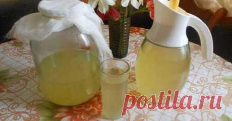 Лимонный квас - БУДЕТ ВКУСНО! - медиаплатформа МирТесен Лето — время активного потребления жидкости. Даже небольшая прогулка под солнышком не пройдет без питья. Но не все напитки могут утолить жажду так хорошо, как квас. Именно поэтому рекомендую научиться готовить его дома и наслаждаться каждый день! Предлагаю рецепт моего любимого лимонного кваса. К и