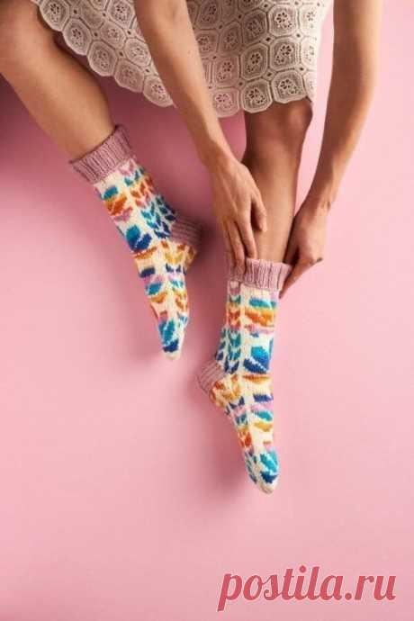 Цветочные носочки от Minna Metsänen