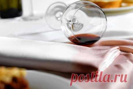 Пятна от красного вина - удаляется белым вином