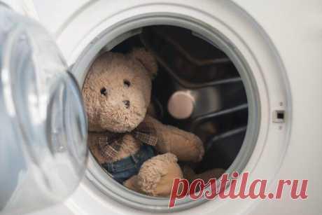 Вещи, которые вы зря боитесь класть в стиральную машину Не переживайте, с пуховыми подушками, ковриками и кроссовками ничего не случится. Мы расскажем, как их можно постирать, не испортив. Кеды и кроссовкиПрежде, чем закладывать их в стиральную машину, вын...