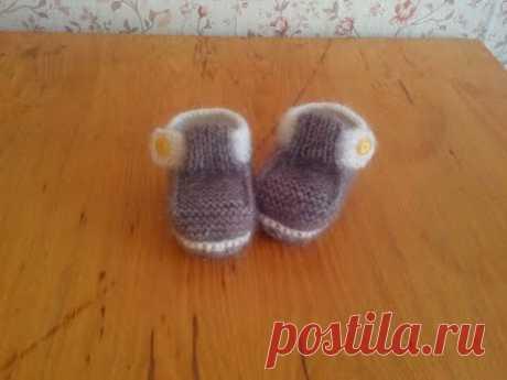 Пинетки-макасины спицами для мальчика часть2