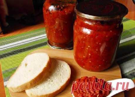 Болгарский соус «Лютеница» — вкуснятина на хлеб или к мясу! Приготовьте на зиму пару больших банок! Ингредиенты на 3 банки по 0,5 л: баклажан — 0.5 кг болгарский красный перец — 1 кг перец чили — 1 штука помидоры — 0,5 кг чеснок — 2 зубчика сахар — 45 гр соль, перец по вкусу растительное масло — 30 гр зелень Приготовление: Запекаем болгарский перец...