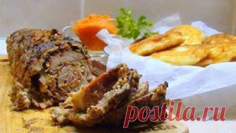 Рулет из говядины с сыро-копчёным окороком и овощным соусом.. Рецепт c фото, мы подскажем, как приготовить!
