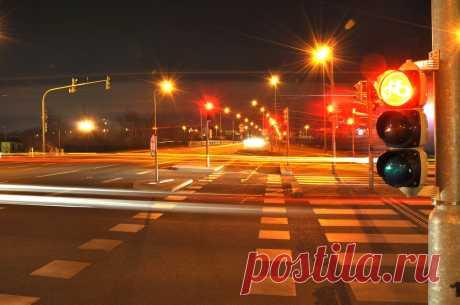 ПДД разрешают безнаказанно проезжать на красный сигнал светофора: 5 случаев .
