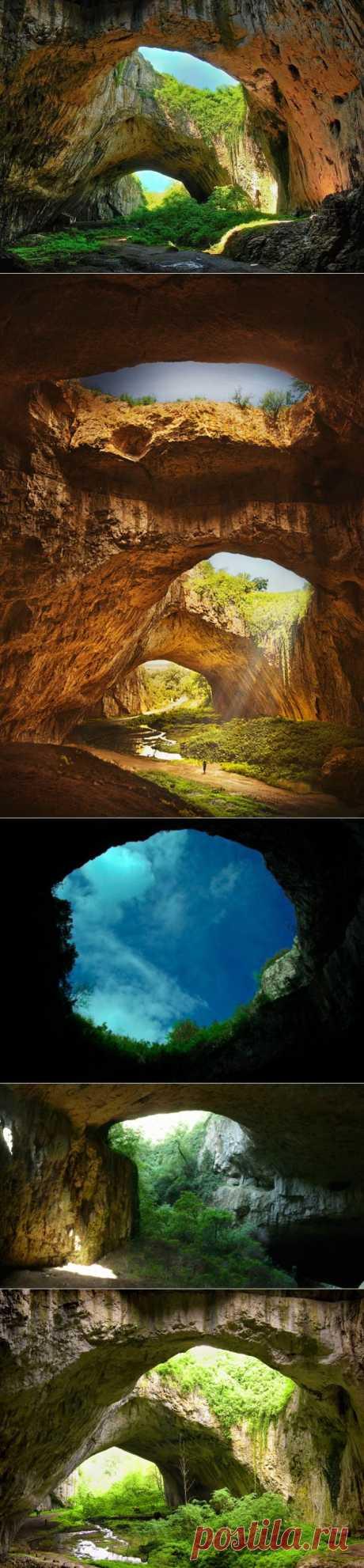 Devetashkat's cave, Bulgaria.