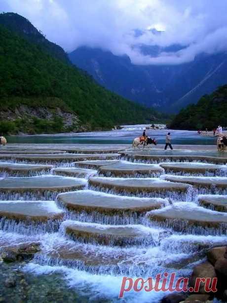Долина Голубой Луны, Китай ...