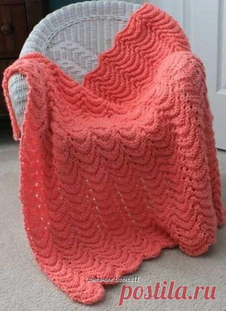 КРАСИВОЕ ДЕТСКОЕ ОДЕЯЛО СПИЦАМИ  Красивое мягкое одеяло спицами интересным рельефным узором. Для такого пледа можно применить мягкую акриловую пряжу с содержанием шерсти. Одеяло подойдет как малышам, так и подросткам. Все зависит от размера.