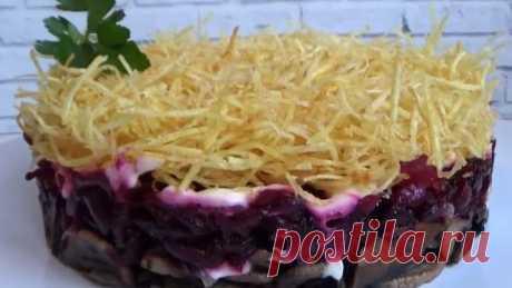Простейший салатик на НОВЫЙ ГОД 2020 и на любой праздник! Необходимые продукты: свекла вареная-1 крупная или 2 средних грибы-200 гр лук репчатый 1 шт картофель- шт 4-5 средних майонез чеснок-1 зубчик соль по вкусу
