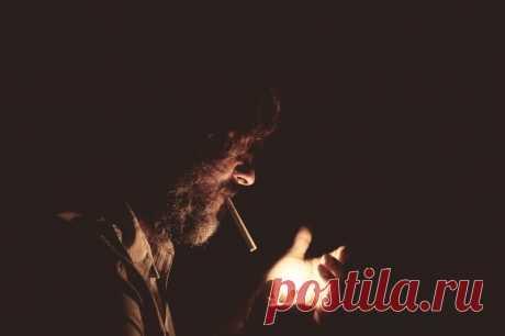 (43) Может ли сосед курить на балконе?