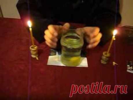 Снятие порчи с помощью води и соли.