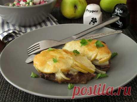 Говяжья печень с яблоками и моцареллой - Вкусно с Любовью - медиаплатформа МирТесен Говяжья печень с яблоками и моцареллой Вкуснейшая и очень сочная печень запеченная с луком, яблоком и моцареллой. Очеееньь вкусно!!! Плюс быстро и просто))) Рекомендую!!!Ингредиенты: 600 гр. говяжьей печени 2 репчатые луковицы 2 небольших яблока (кисло-сладких) 150 гр. моцареллы соль,