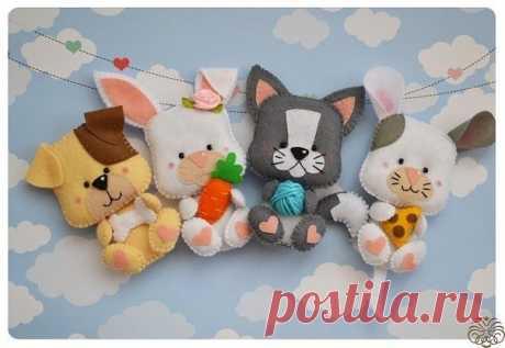 По одной выкройке можно придумать множество игрушек-животных, которые можно использовать как учебное пособие или украшения для детских кроваток.