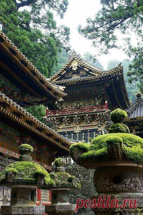 Тосёгу - мавзолей в Никко, построенный в честь Великого Сёгуна - Токугава Иэясу-основателя города Эдо (современный Токио) и последнего сёгуната Японии (1603 - 1616).