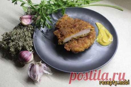 Куриный шницель в панировке «Milanesa de Pollo»  ✅Ингредиенты филе куриного бедре или куриная грудка - 4 шт; перец черный - щепотка; сухари панировочные - опционально; яйца - 2 шт; смесь трав к курице - 1 ст.л; соль - по вкусу; мука - 4 ст.л; чеснок - 2 дольки.