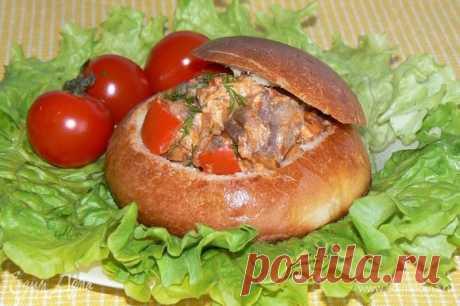 Ужин в хлебной булочке. Ингредиенты: грибы, перец болгарский, булочки