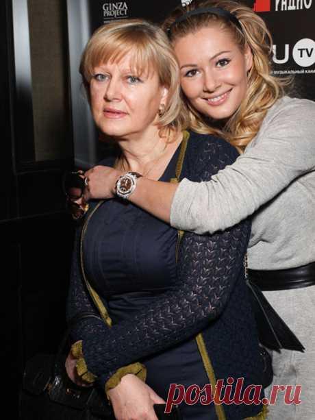 Знаменитости вместе со своими мамами