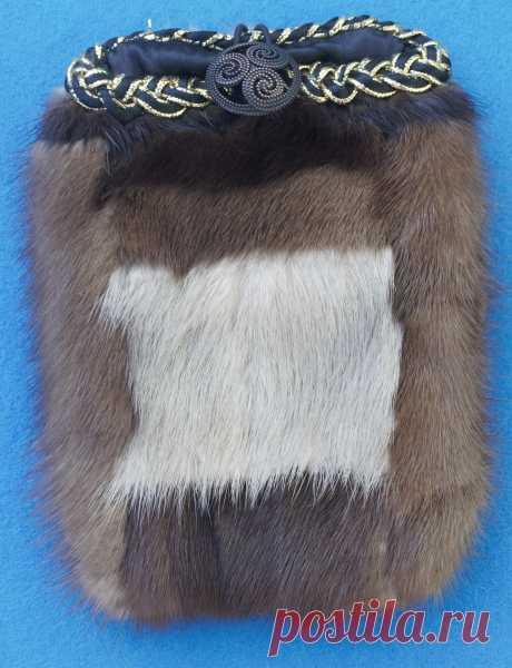 Меховой чехол для #iphone из натурального меха, с декором🌸💖 авторская ручная работа🔲  #меховойчехол #чехолдляайфона #мобильныеаксессуары #victory_anjelina #стильномодно