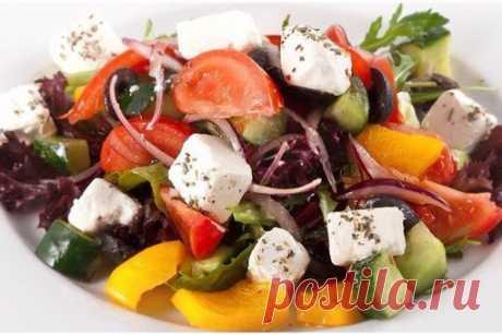 ТОП-7 вкусных салатов без майонеза!    1. Салат овощной с маслинами и фетой  Показать полностью…