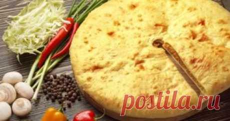 Осетинские пироги с мясом и капустой - Smak.ua История осетинских пирогов насчитывает не одно столетие, что отражено и в устном народном творчестве осетин — нартских сказаниях. Хорошо сделанными в Осетии считаются пироги с тонким слоем теста и обильной (хотя и не выпирающей наружу) начинкой. А вот пироги с толстым слоем теста считаются признаком неопытности хозяйки.