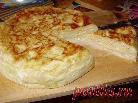 Хачапури из армянского лаваша в мультиварке — идеальное блюдо для завтрака. Ингредиенты: Тонкий армянский лаваш - 1 или 2 упаковки по 300 грамм. Начинка: Твёрдый сыр 300 гр 2 яйца 1,5 ст. молока. Приготовление: Сыр
