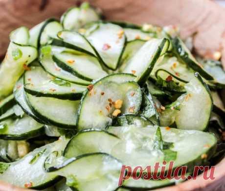 Огуречный салат с пикантной заправкой - InVkus