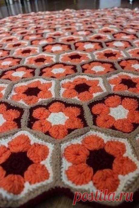 El tapiz pequeño por el gancho por la cinta la flor africana