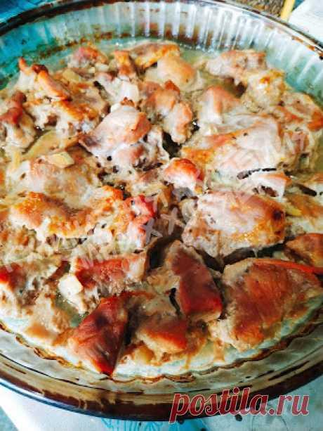 Кулинарная Академия Умных Хозяек: Свинина запечённая в духовке в кефирном маринаде Свинина запечённая в кефирном маринаде получается сочной, ароматной и по вкусу очень напоминает шашлык!