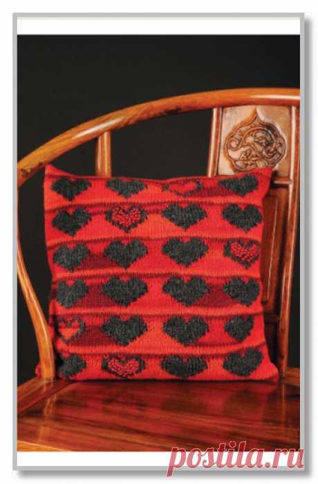Вязание спицами. Модели для дома и интерьера. Чехол с жаккардовыми сердечками и бусинами. Размеры 45 х 45 см